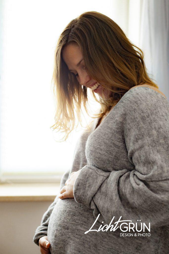 Babybauch/Pregnant Fotoshooting - by Lichtgrün - Design & Photo, Linda Mayr - Mondsee